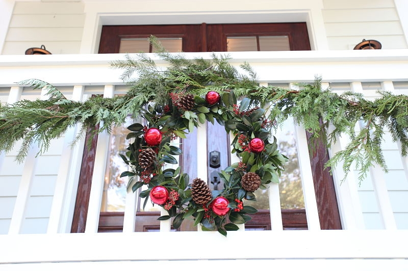 Holiday Decor: Wreaths & Garlands